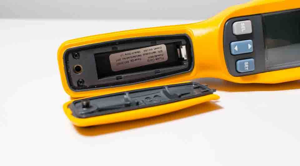 fluke 62 MAX plus battery compartment